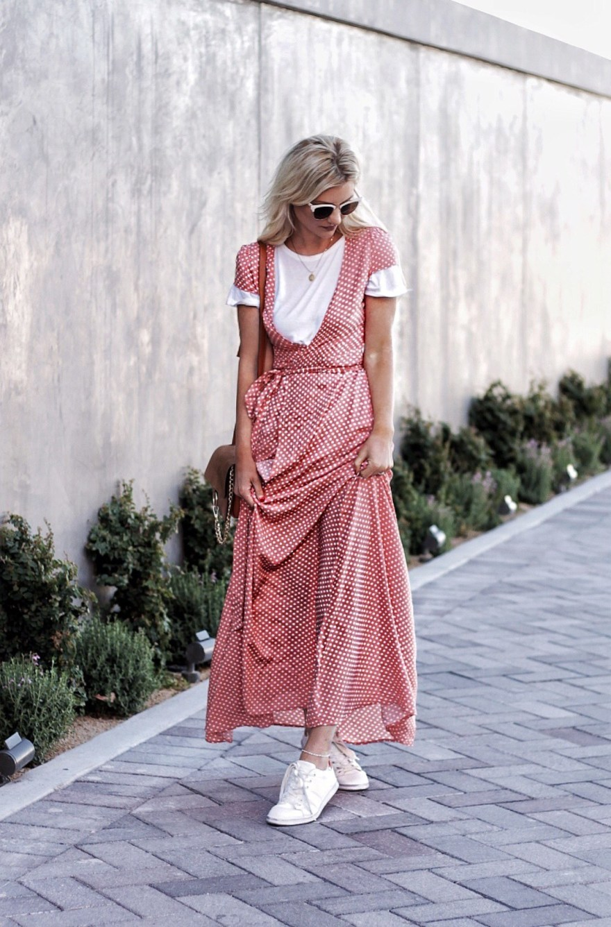 outfit roundup, 2017, 2018 style, fashion blogger, style blogger, beauty blogger, blonde hair, Las Vegas blogger, Lindsey Simon, The Nomis Niche, street style, casual style, feminine style, edgy outfit, outfit inspiration, how to wear, outfit ideas, maxi dress, edgy outfit, edgy spring outfit, feminine spring outfit, trendy spring outfit, sneaker style, how to style a white t-shirt, white tee, casual style, street style,