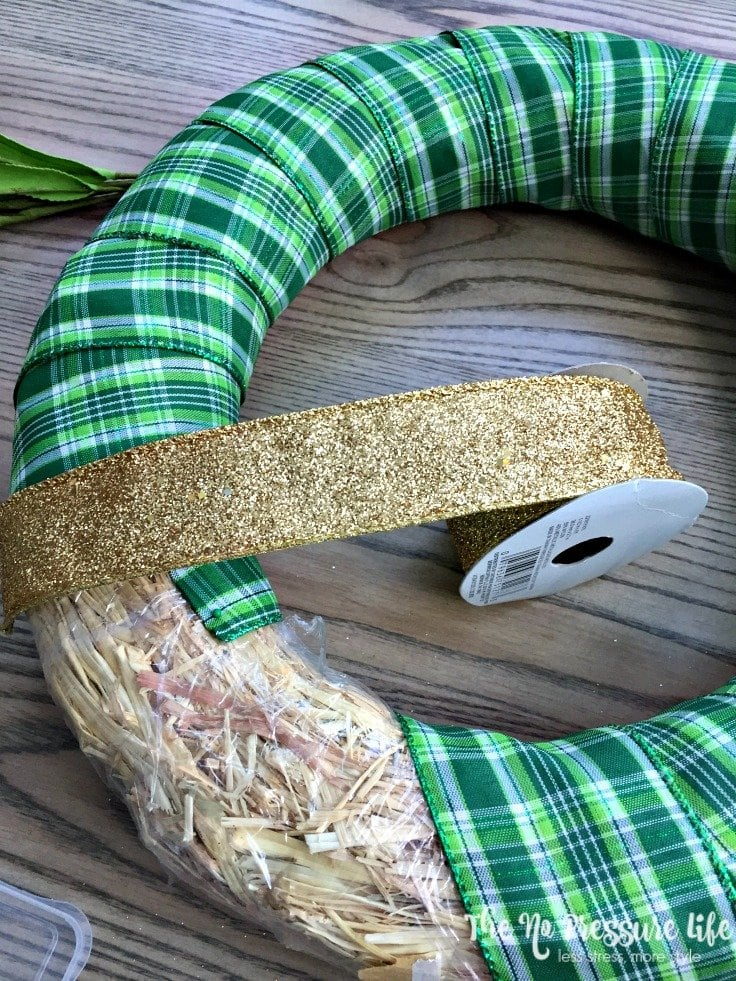 Learn how to make an easy St. Patrick's Day wreath! It's a simple St. Patrick's Day craft that takes only 30 minutes. | The No Pressure Life