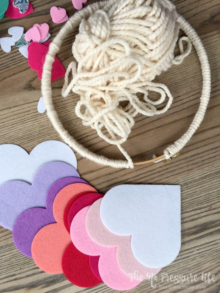 How to make an embroidery hoop Valentine's Day wreath - easy DIY craft with felt hearts
