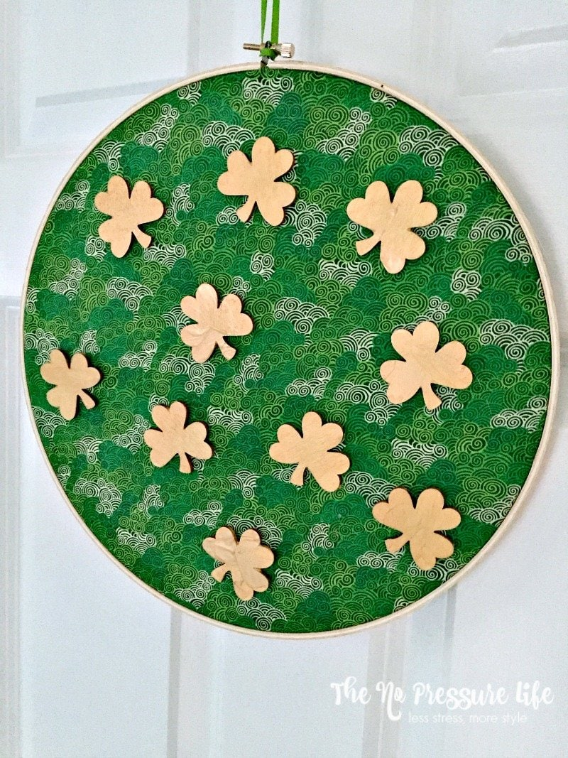 This easy shamrock craft is such a cute DIY St. Patrick's Day decoration, and can be made in about 30 minutes! | The No Pressure Life