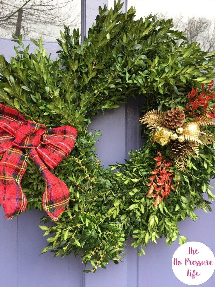 Christmas Curb Appeal - Easy Christmas Boxwood Wreath