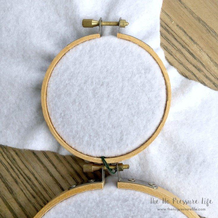DIY Easter Bunny Wreath - felt in embroidery hoop