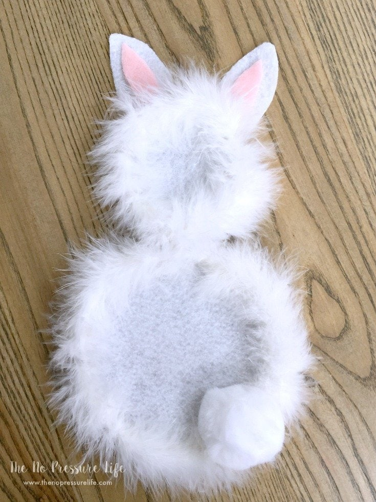 DIY Easter Bunny Wreath with fluffy pompom tail