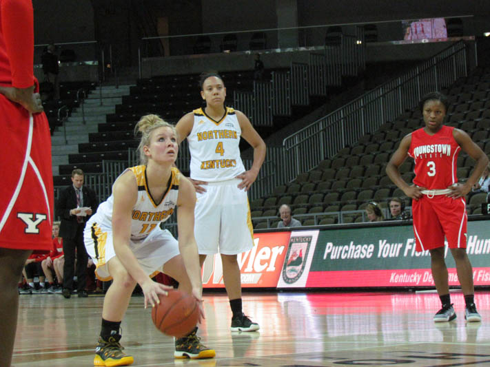 Taryn+Taugher+shoots+a+free+throw+after+being+fouled+by+Youngstown+State