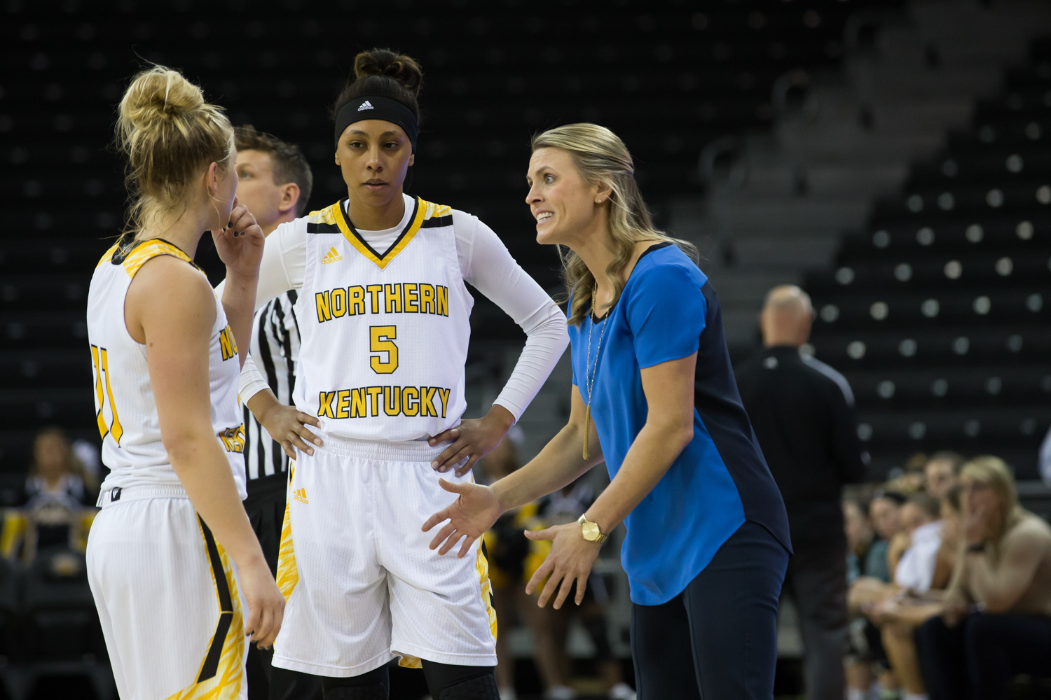 Taryn Taugher (11) and Samari Mowbray (5) talk to Head Coach Camryn Whitaker during the game against Green Bay.