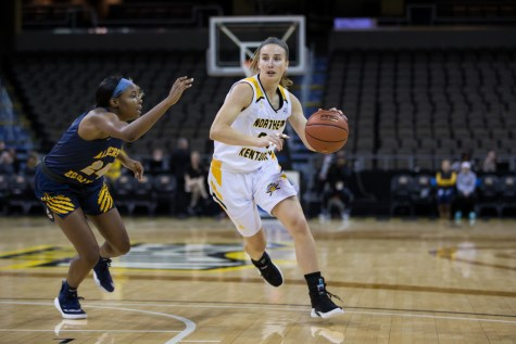 Women's basketball streak ends to Wright State
