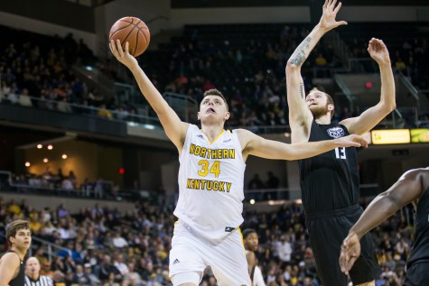 Norse protect the home court from Oakland Grizzlies 79-64