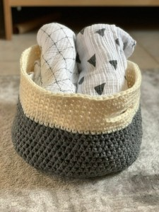 Easy crochet basket pattern.