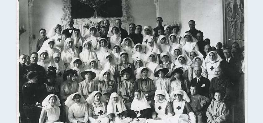 The Tsarina and her daughters visit the Anglo Russian Hospital, Petrograd 1916. The Empress is flanked by Lady Muriel Paget and Lady Sybil Grey