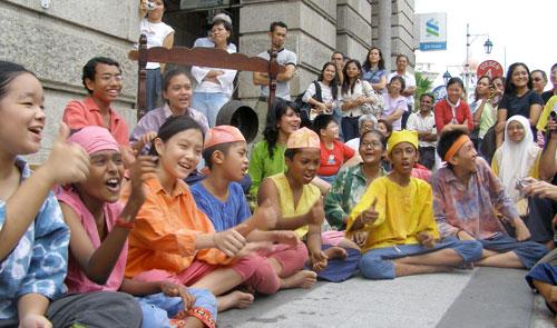 Kisah Pulau Pinang, performing the history of george town at Lebuh Pantai 2006