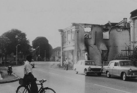 The aftermath of 13 May 1969: A few days later, at the corner of Jalan Yap Ah Shak and Hale Road in Kuala Lumpur (Pic by Hassan Muthalib)