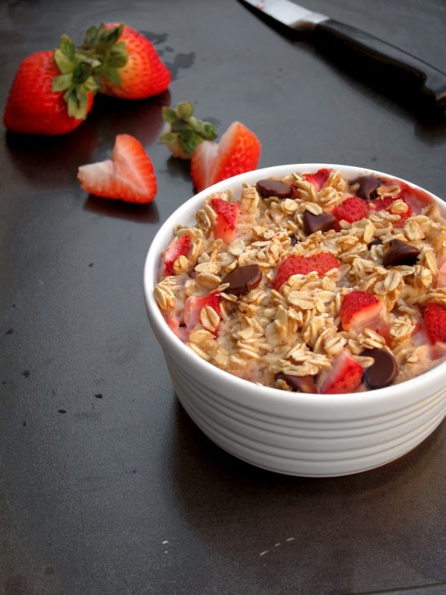 strawberry-choc-chip-baked-oatmeal-2-