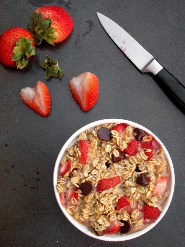 strawberry-choc-chip-baked-oatmeal-25285-2529