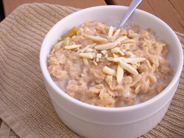 pear-sauce-oatmeal-25281-2529