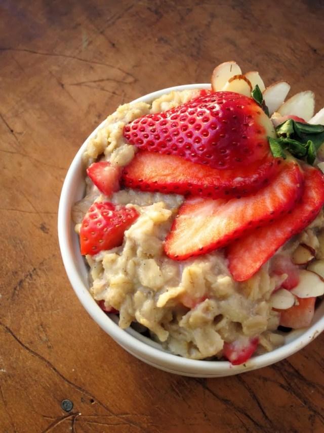 strawberry-almond-oatmeal-25285-2529