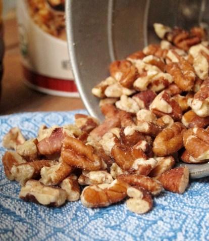 Caramel-Pecan Roll Overnight Oatmeal by The Oatmeal Artist #vegan