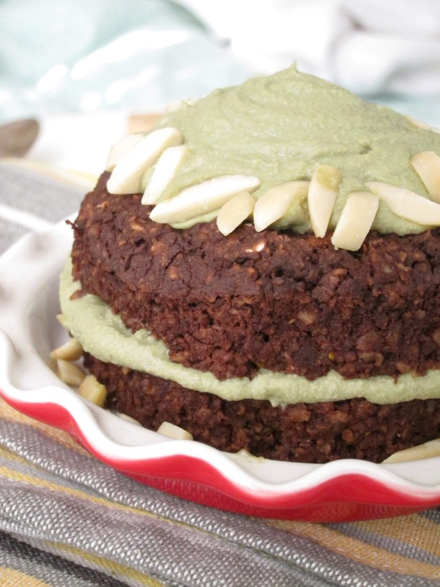 Brownie Baked Oatmeal with Matcha Cashew Frosting by the #OatmealArtist