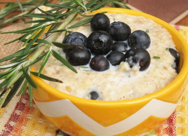 Lemon Berry Rosemary Oatmeal #vegan #oatmealartist #betteroats