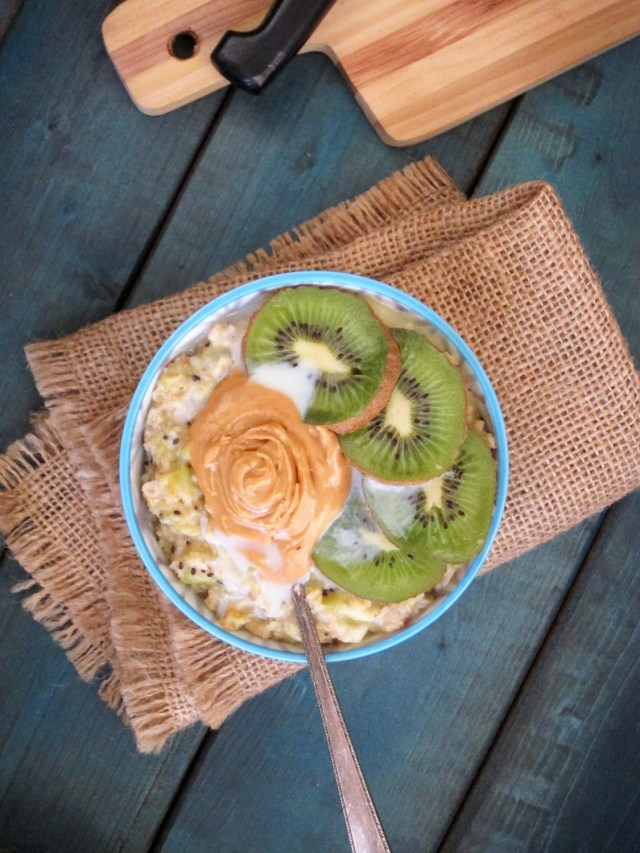 Pineapple Kiwi Oatmeal with Coconut-Peanut Butter #Vegan #OatmealArtist