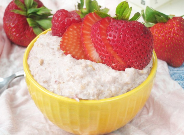 Lychee Berry Oatmeal #Vegan #OatmealArtist