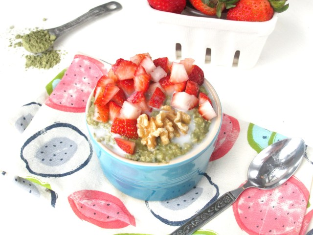 Matcha-Lime Overnight Oatmeal with Strawberries by the #OatmealArtist #Vegan