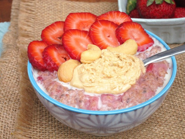 Strawberry Cardamom Oatmeal with Coconut-Cashew Butter by the #OatmealArtist #Vegan