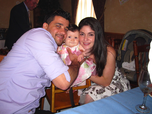 Photo courtesy Rudy Rodas Leandro Jose Frageri-Carlo, fiancee Flaviane de Souza and daughter Giovana.