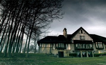 5 Haunted Horror Houses That Will Make Your Blood Run Cold