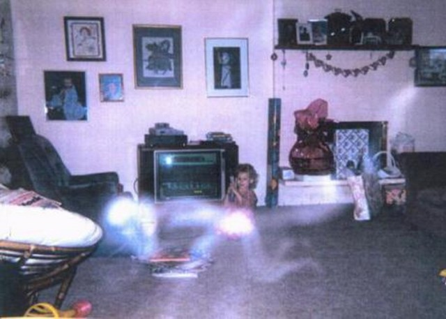 Old Family Pictures that Unwittingly Captured the Supernatural