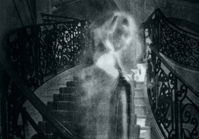 The Woman in White: 5 English Female Ghosts and the Legends Behind them