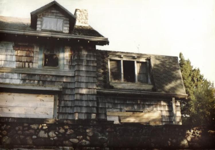Ce qui se trouve à l'intérieur: la hantise mystérieuse de Summerwind Mansion