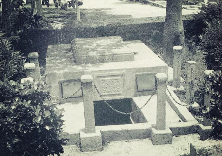 Les histoires obsédantes derrière six tombes étranges et inhabituelles