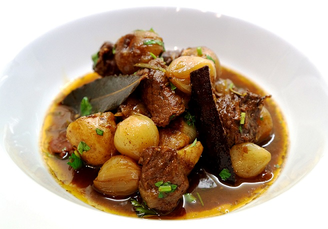 Beef Stifado – Greek Beef Stew Recipe