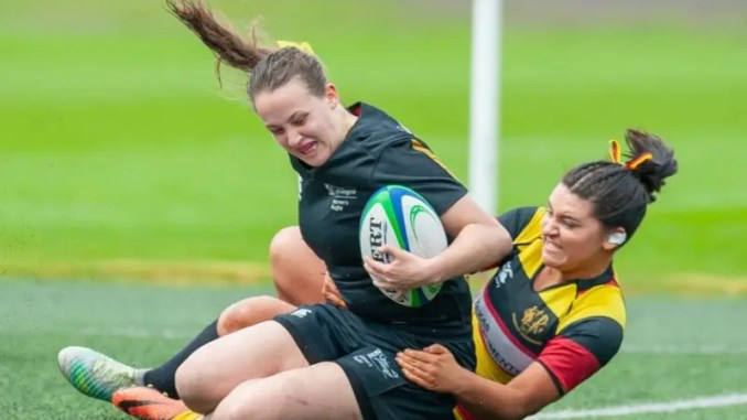 The first try of the game for Glasgow University against Greenock Wanderers.