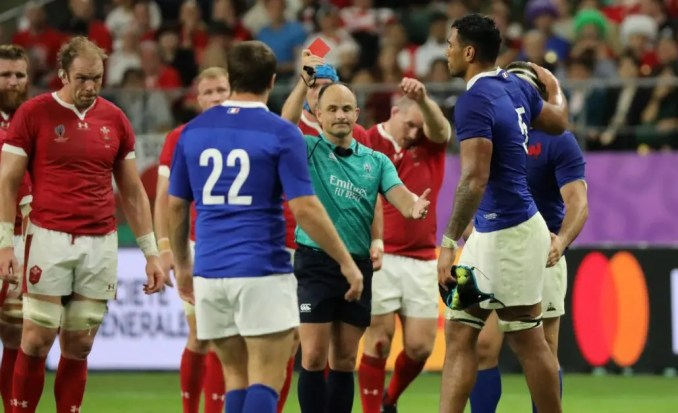 South African referee Jaco Peyper red cards French second-row Sebatien Vahaamahina after he struck Wales flanker Aaron Wainwright with his elbow in a maul. Image: Fotosport/Hiro Irie