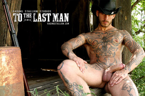 Logan McCree joue dans To The last MAN de Raging Stallion
