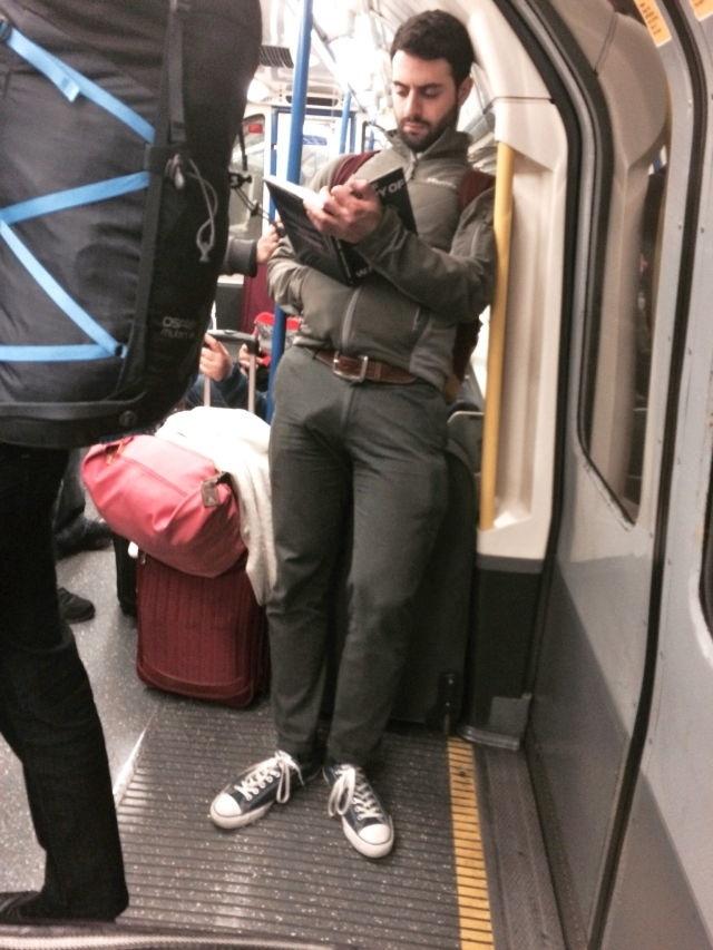 metro bite visible sous le pantalon