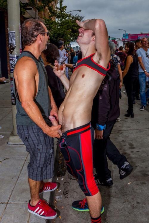 cul bite gay exhib sexy public
