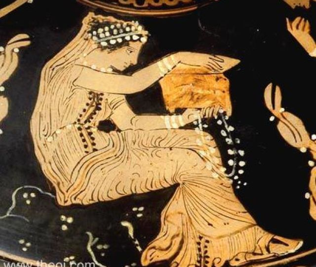 Muse With Box Paestan Red Figure Lekanis C4th B C Musee Du Louvre