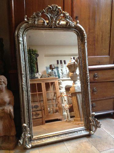 Spiegel barok zilver spiegel zilveren nyons met barok for Grote zilveren spiegel