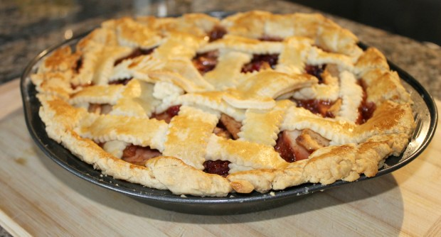 Finished-Cranberry-Apple-Pie