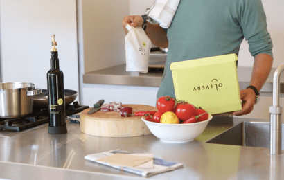 Smart olive oil bottle tells you when it's nearly empty