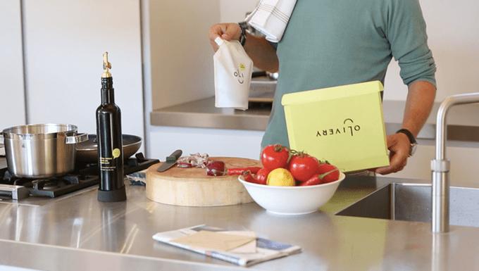 Smart olive oil bottle tells you when it's nearly empty