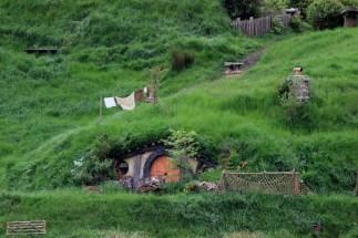 Hobbit washing.