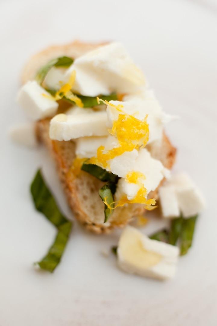 Easy Crostini Appetizer #mozzarellacrostini #cheesecrostini #glutenfreecrostini