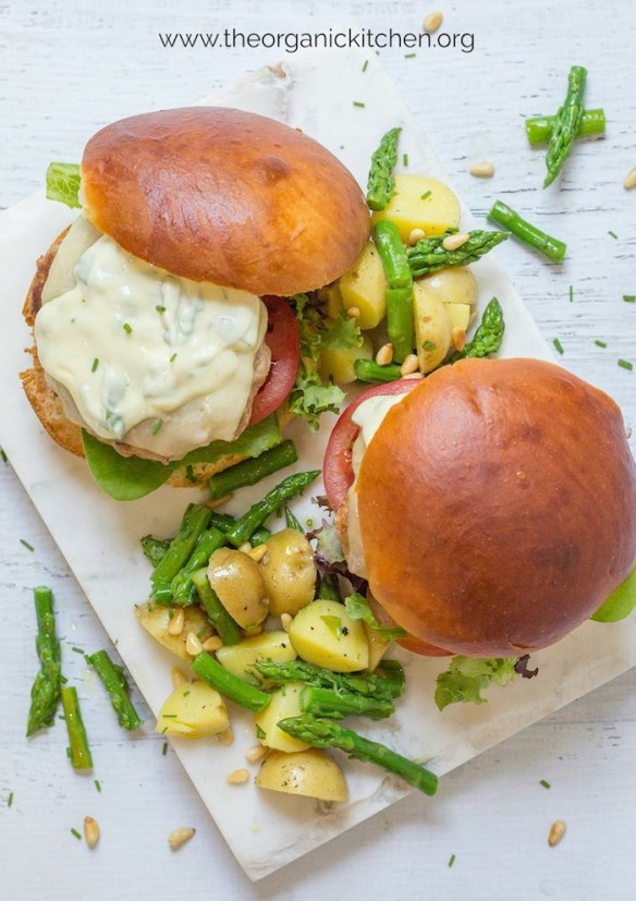 Jalapeño Turkey Burgers with Basil Mayo #turkeyburger #basilmayo #springburger