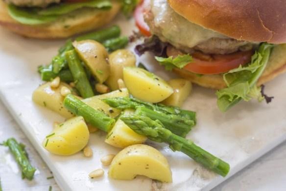 Jalapeño Turkey Burgers with Basil Mayo #turkeyburger #basilmayo #springburger