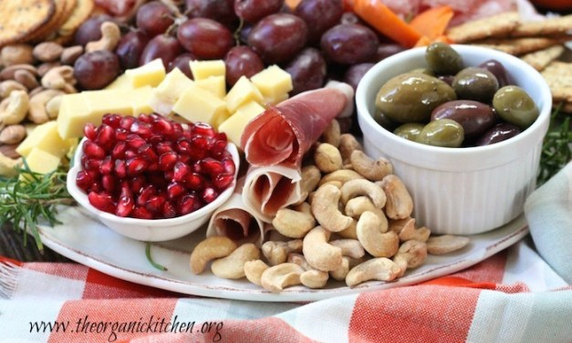 How to Make a Holiday Charcuterie Platter!