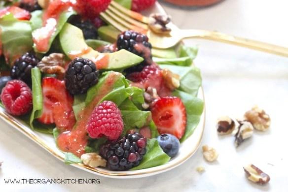 Mixed Berry Salad with Strawberry Vinaigrette (Paleo-Whole30) #berrysalad #paleosalad #whole30salad #strawberryvinaigrette #glutenfree