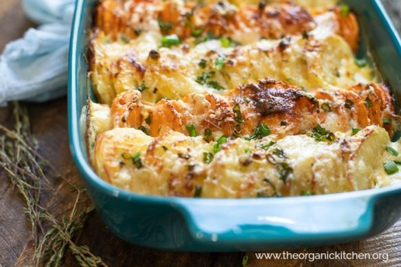 Orange and White Easy Potato Gratin #augratinpotatoes #potatogratin #holidaypotatoes